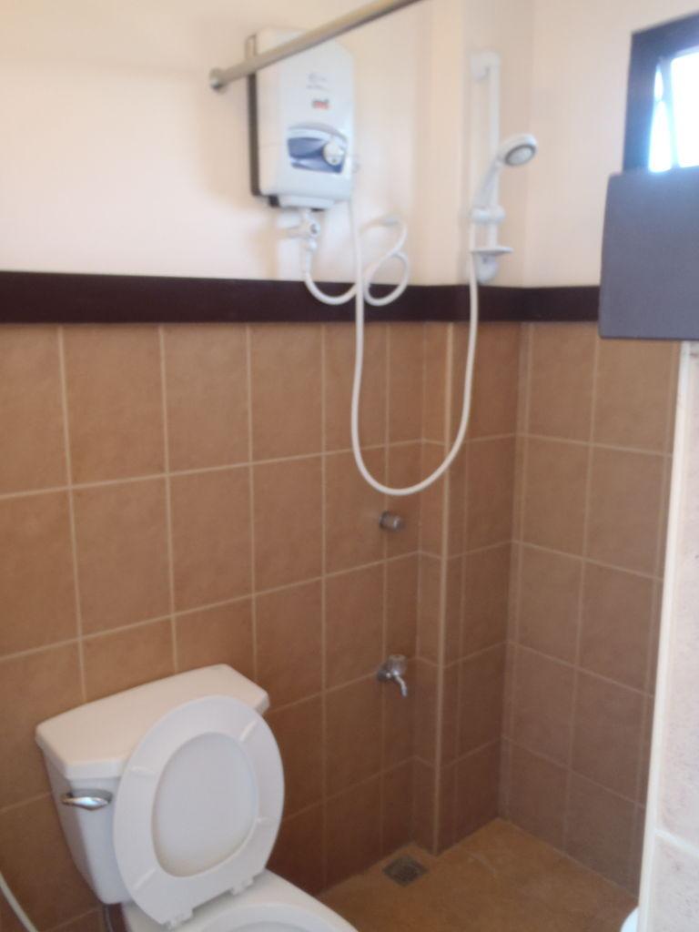 ハーモジーナトイレと温水シャワー