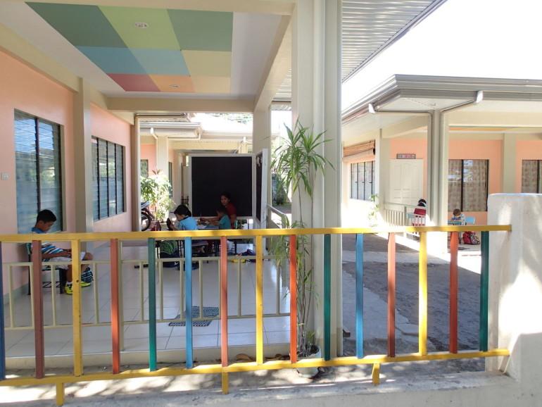 ドゥマゲッティの幼稚園比較 ファウンデーションとドンボスコ
