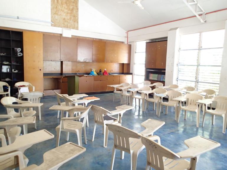 ファウンデーション高校の教室