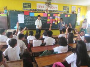 広島大学学生ドゥマゲッティの高校で教育体験