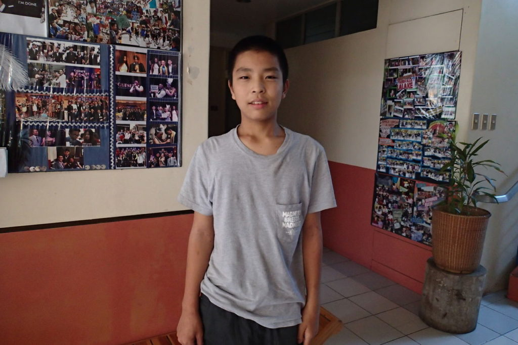 ドゥマゲッティに単身理長期留学中の12歳少年