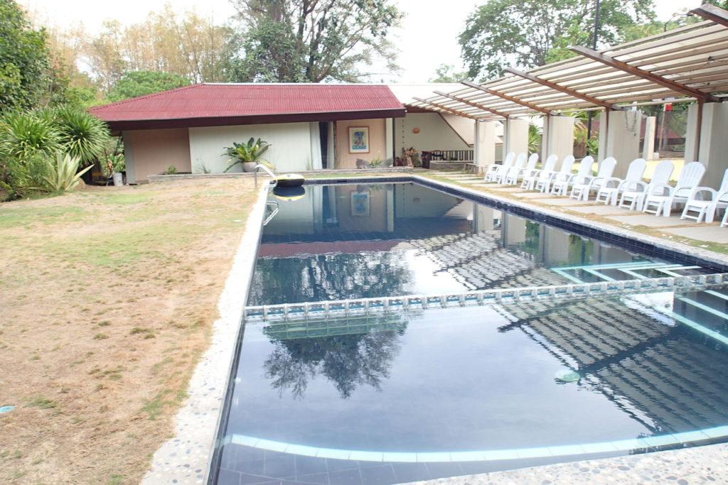 ドゥマゲッティの豪邸のプール
