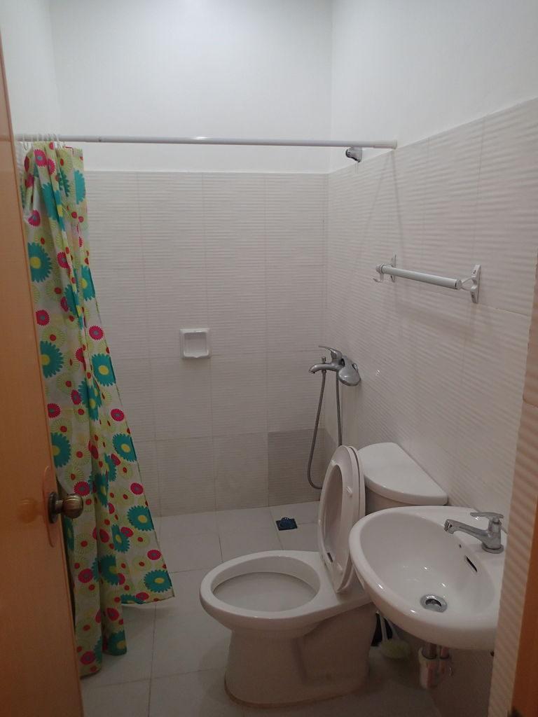ドゥマゲッティ郊外2LDK家具付きアパートのバスルーム