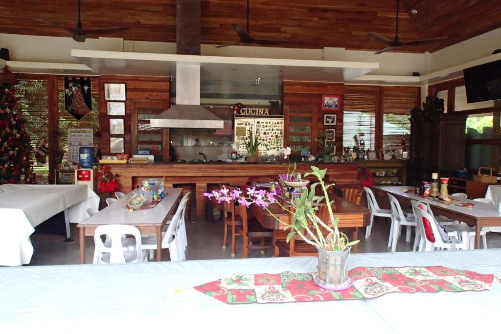 ドゥマゲッティ1のお金持ちのオープンアメリカンキッチン