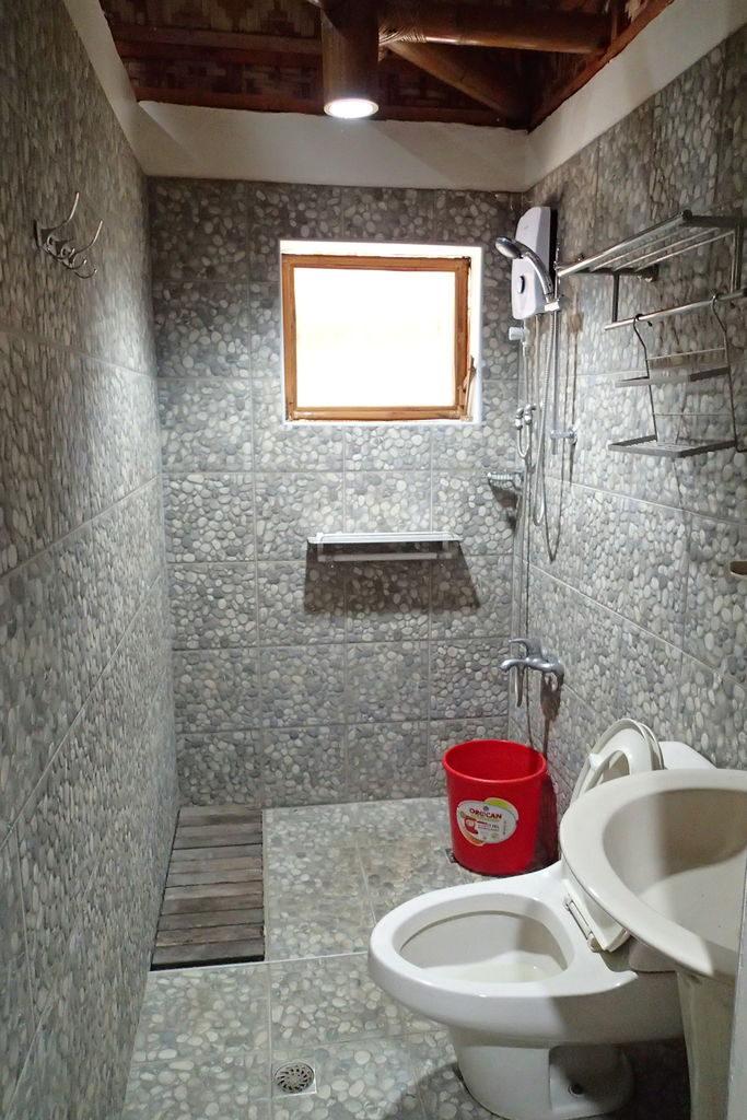 ドゥマゲッティ1の資産家の貸しコテージのバスルーム