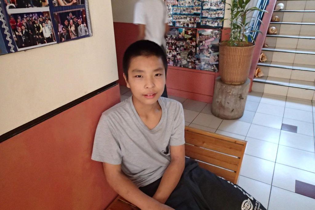 日本の少年一人でドゥマゲッティ長期留学