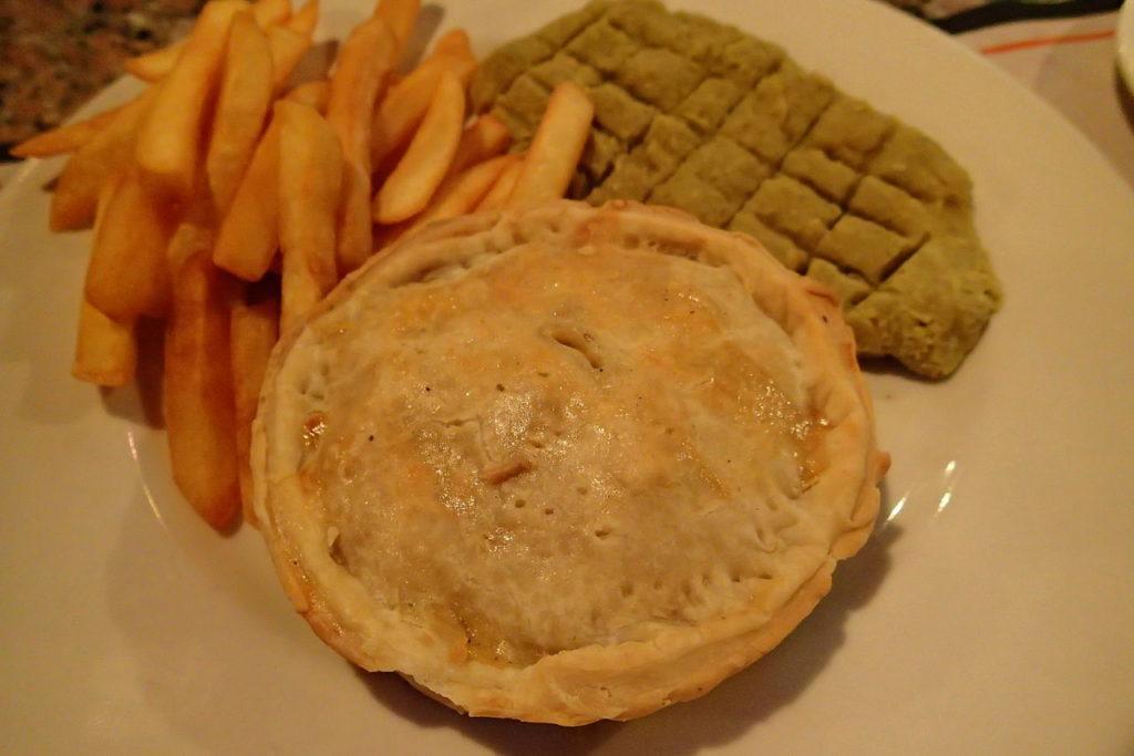 ドゥマゲッティのチキン、マッシュルームパイ