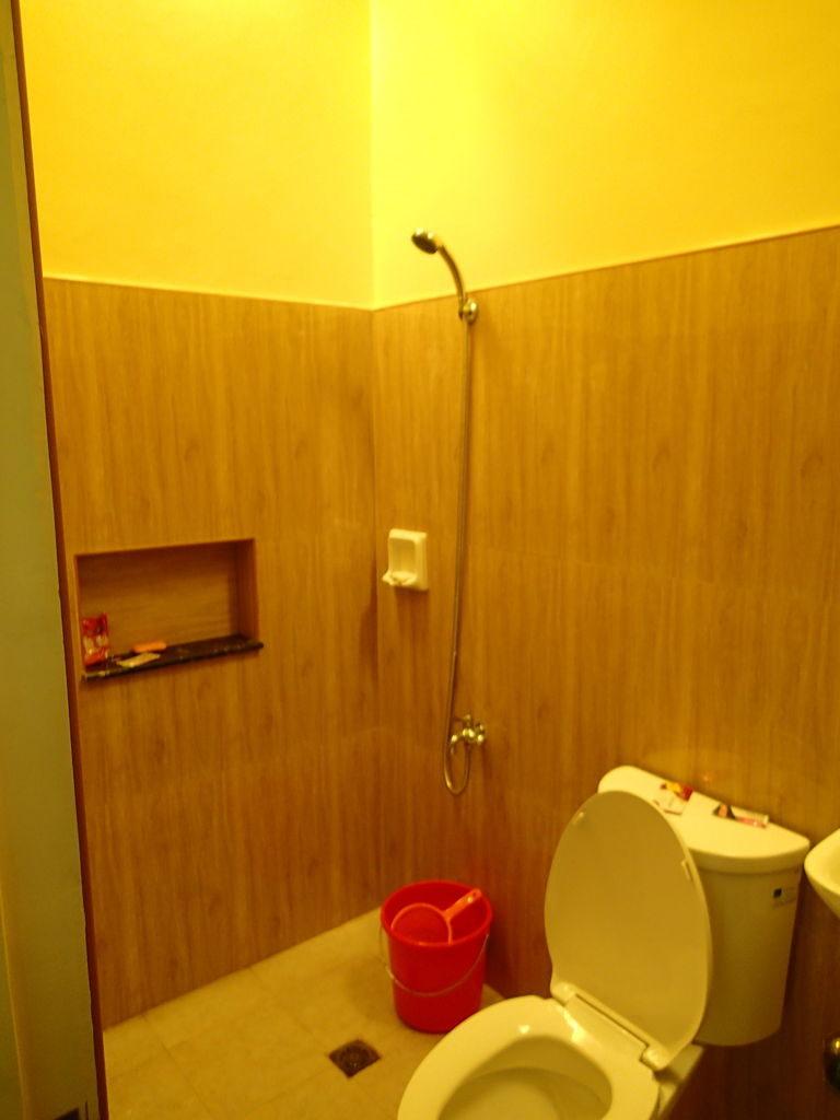 ダロ3ベッドルームアパートのバスルーム