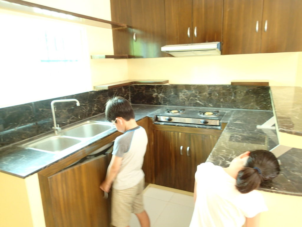 ダロ3ベッドルームアパートキッチン