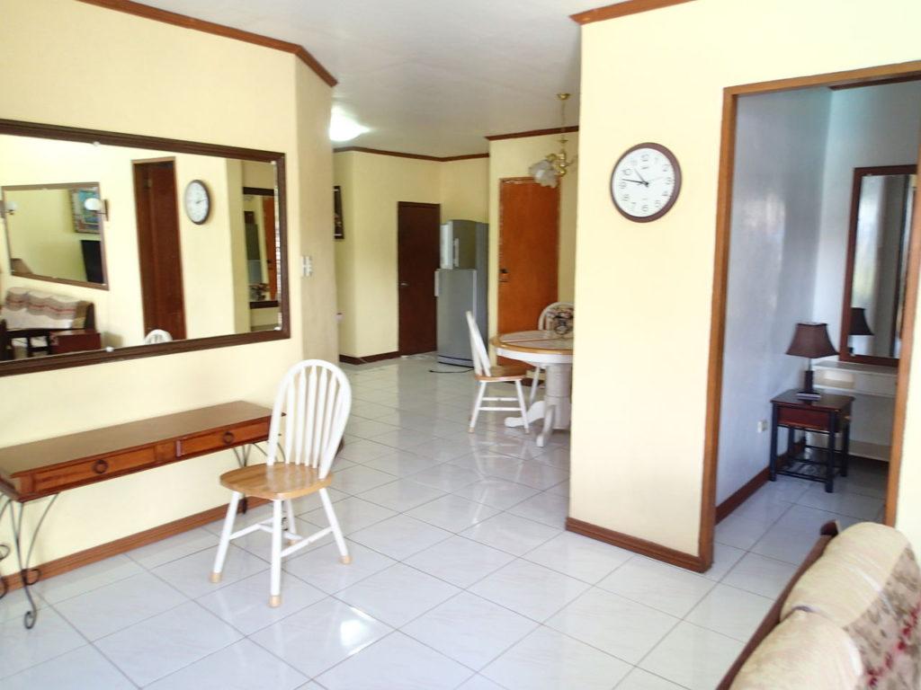 ドゥマゲッティ家具付きアパート室内