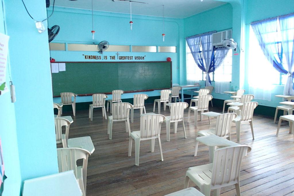 ホーリークロス中学教室