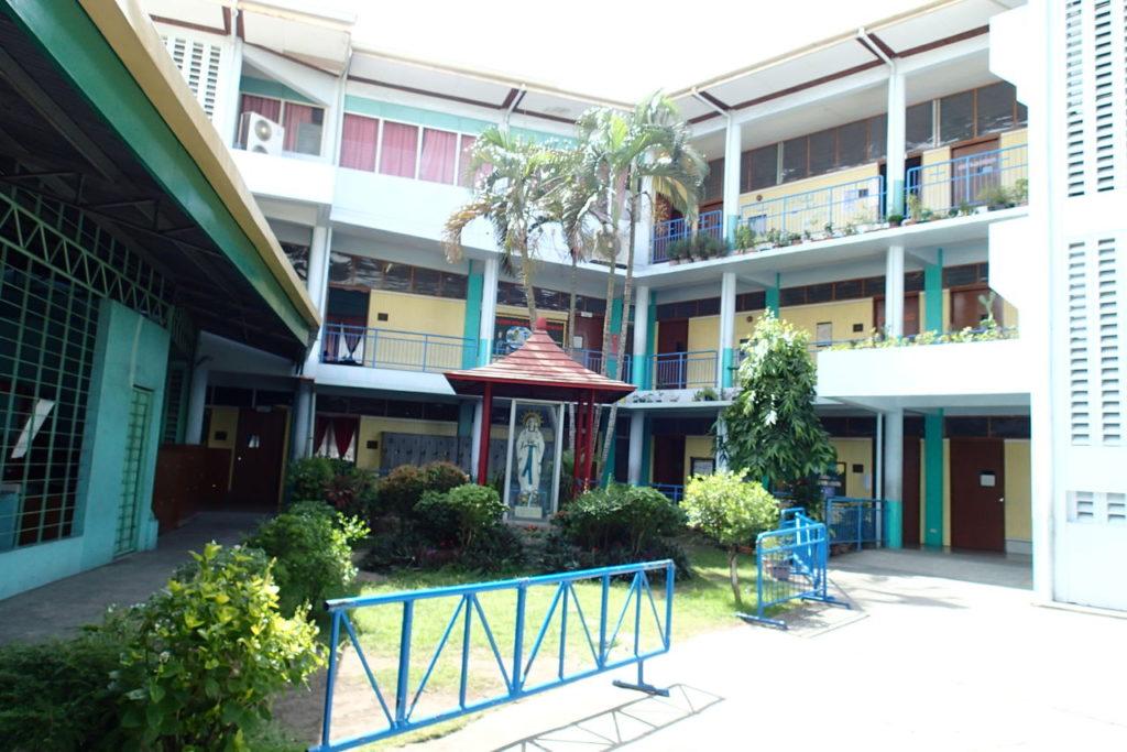 ホーリークロス小学校校舎