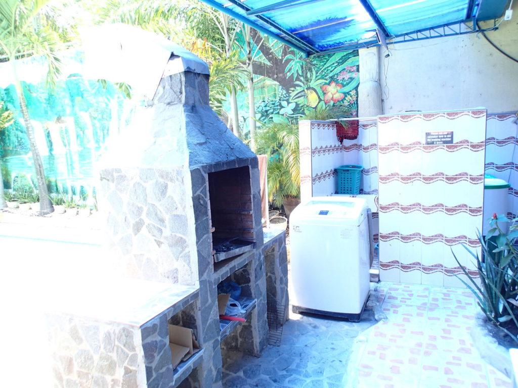 BBQコンロ、洗濯機付きの家具付きアパート