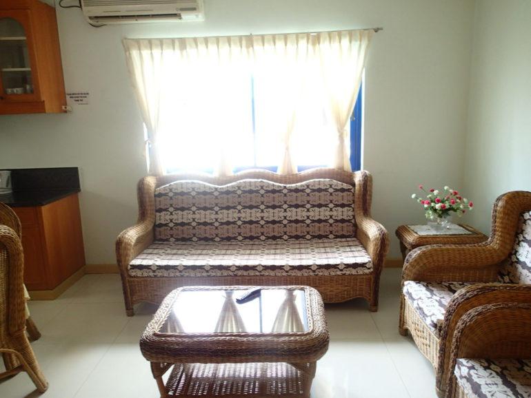 ドゥマゲッティの月貸し、週貸し、日貸し可能な家具付、プール付きアパート