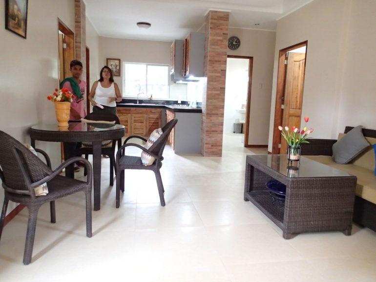 ドゥマゲッティで今一番新しく造りが良い家具付きアパート