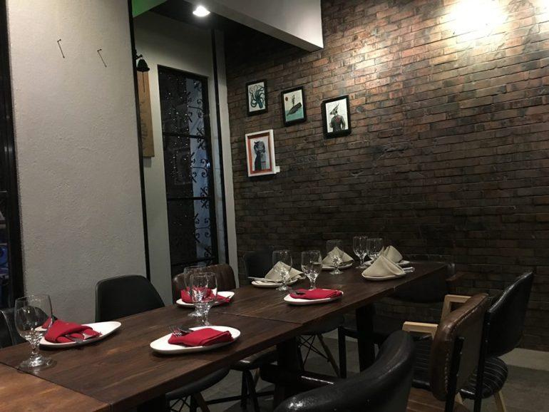 ドゥマゲッティお勧めの飲食店 タパス&バー
