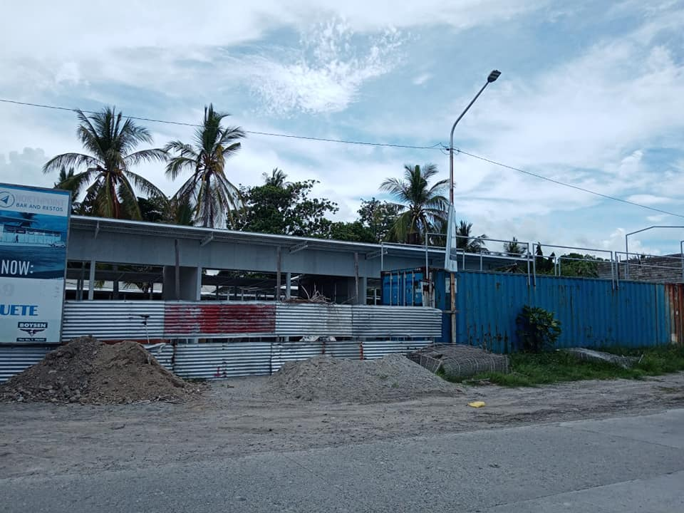ドゥマゲッティの新たな商業施設(目の前が海な屋台村)