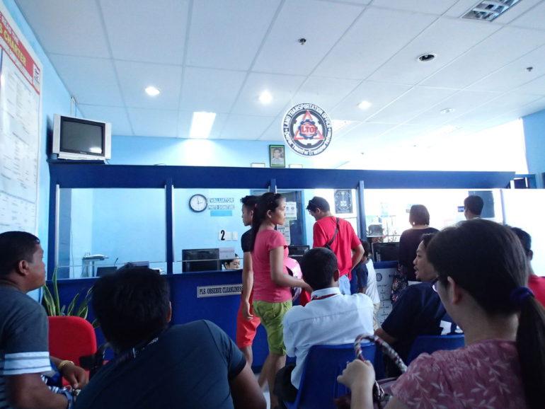 フィリピンで運転免許証の更新手続き